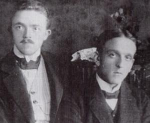 Die beiden Lehrer der kath. Schule und Chorleiter Paul Pensel (links) und Michael Kaminski